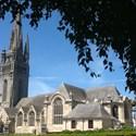 Eglise Saint-Herlé et son clocher, exposition sur les bannières