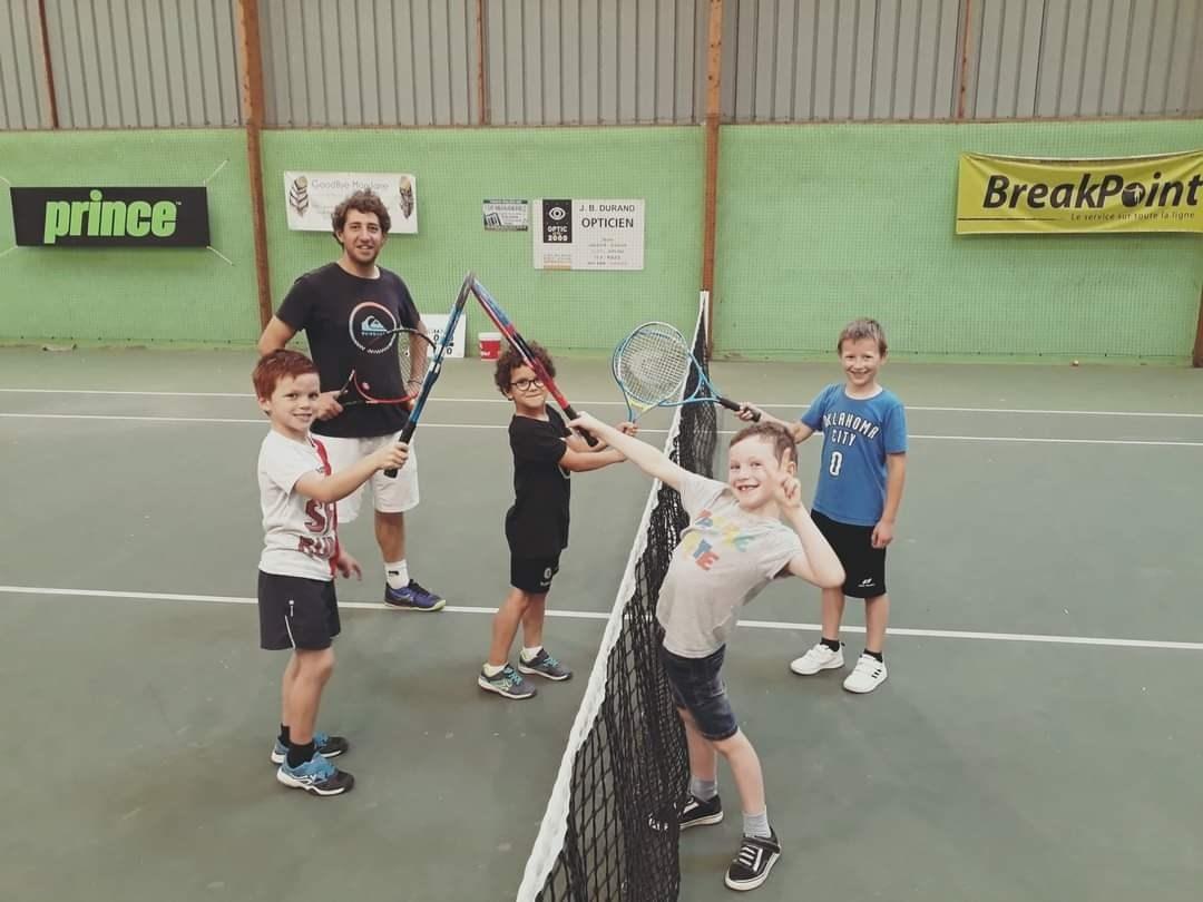 Notre D.E Éric avec les jeunes du club © Bénédicte Lalaux